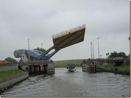 tiltas8