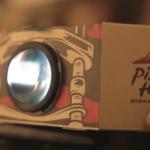 Pizza Hut klientams siūlo iš picos dėžės pasidaryti projektorių