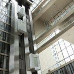 Efektyvesnis liftas – 2 kabinos, bet viena šachta