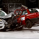 Kaktomūšos smūgio testas: biudžetinis auto prieš pagamintą senomis technologijomis